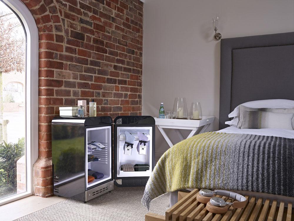 smeg k hlschrank fab5 schwarz minibar welter welter k ln. Black Bedroom Furniture Sets. Home Design Ideas