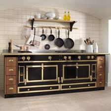 La Cornue Küchenzeile in Schwarz mit Messing